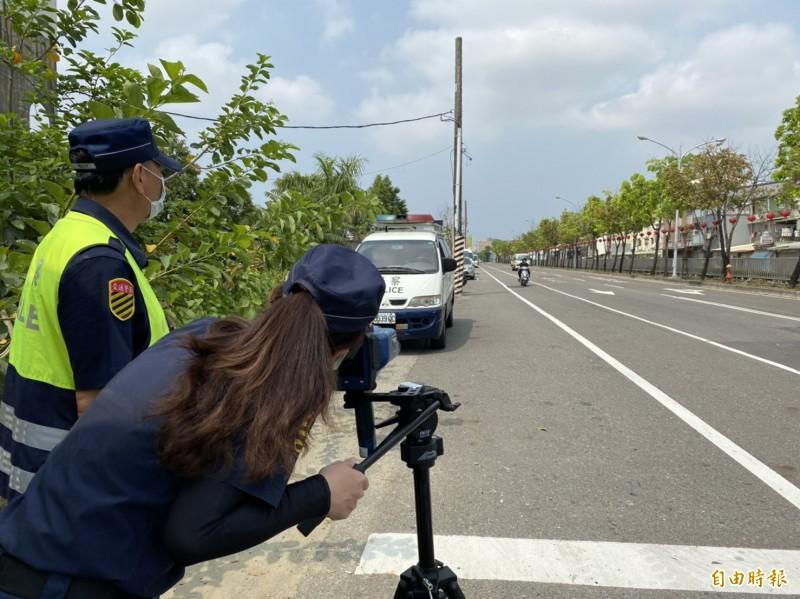 永康警分局針對轄內13處路段加強移動測速執法,希望有效遏止駕駛人超速違規行為。(記者萬于甄攝)