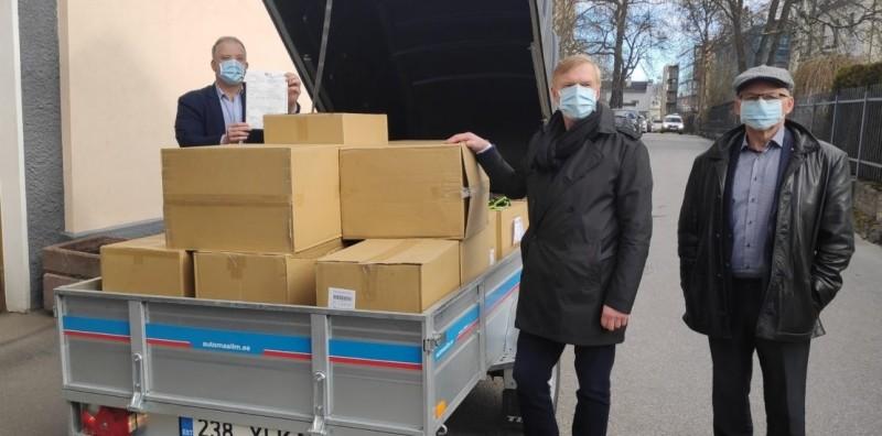 台灣捐贈愛沙尼亞8萬醫用口罩,由愛沙尼亞紅十字會代表收下。(取自愛沙尼亞紅十字會官網)