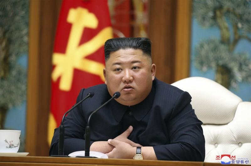 北韓領導人金正恩傳出由於抽菸、肥胖和過度勞累等原因,於4月12日接受了心血管手術,目前正在術後恢復。(美聯社)
