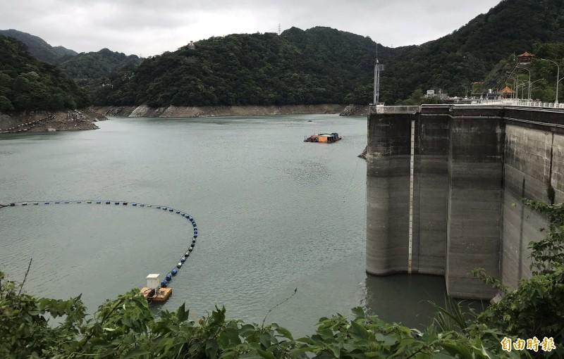 石門水庫蓄水率跌破40趴,也是今年最低水位。(記者李容萍攝)