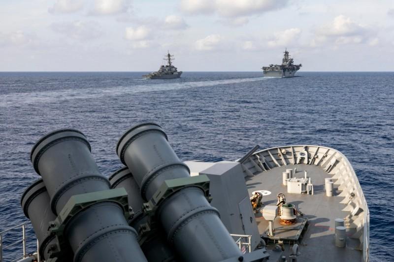 澳洲海軍安薩克級巡防艦「巴拉馬塔號」近期與美軍3艘軍艦在南海聯合演習。(照片取自澳洲海軍推特)