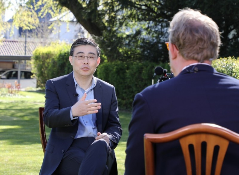 中國駐丹麥大使馮鐵20日接受媒體提問國際上反華情緒是否呈現上升態勢,馮鐵說,國際社會並不等同於西方社會,中國與發展中國家、非洲國家有著非常友好的關係。(圖截取自中國駐丹麥大使館)
