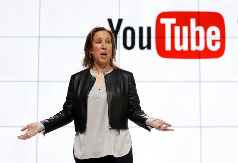 武漢肺炎疫情蔓延全球,許多假訊息散布各大網路平台,YouTube執行長沃西基(Susan Wojcicki)最近說,凡是與世界衛生組織(WHO)建議不同的內容,將都會從YouTube平台上刪除。(美聯社資料照)