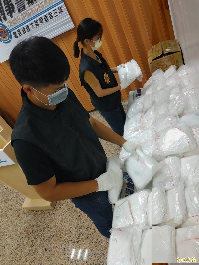 刑事警察局電信偵查大隊破獲安毒工廠,起出大批安毒原料。(記者黃佳琳攝)