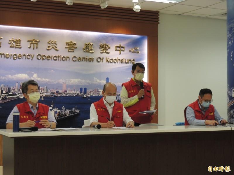 高雄市長韓國瑜下午召開防疫說明會,強調沒可慮封城,兵推是針對社區演練。(記者王榮祥攝)