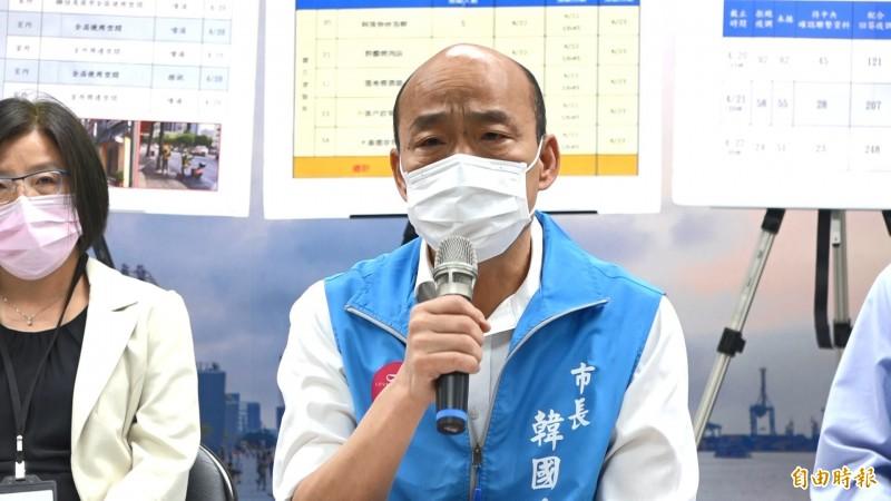 韓國瑜宣布將對4千多名醫護人員普篩,醫師擔憂普篩造成的醫護人力缺口可能形成防疫破口。(記者李惠洲攝)