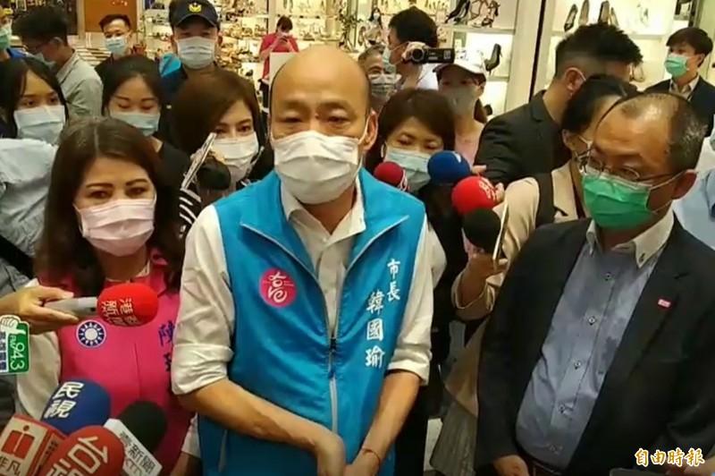 高雄市長韓國瑜讚希望對醫護全面做採檢,引來恆春旅遊醫院麻醉科主任邱豑慶怒嗆這根本是「欺騙話術」。(記者洪定宏攝)