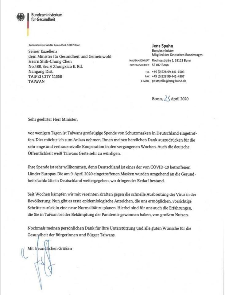 德國在台協會今在臉書公布德國衛生部長史潘署名的感謝信函,信中並說,台灣捐贈的口罩已分配給德國亟需口罩的醫療人員。(取自德國在台協會臉書)