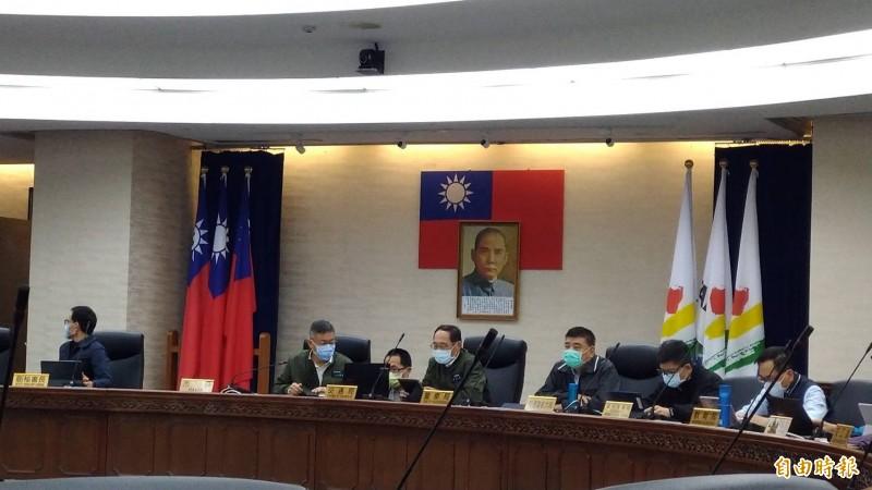 台北市長柯文哲主持交通會報,會後回答口罩販賣機的規畫。(記者蔡亞樺攝)