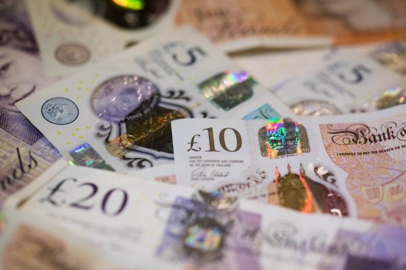 英國1名男子隔離在家,上網買樂透,中了英鎊5800多萬元的頭獎。(彭博)