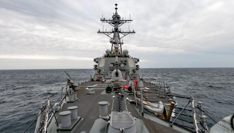 美國海軍發布貝瑞號通過台海照片。(圖:擷取自美國海軍太平洋艦隊臉書)