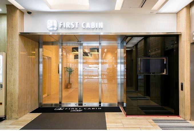 日本知名的膠囊旅館「First Cabin」近日因為疫情宣告破產。(圖擷取自First Cabin官網)
