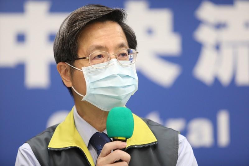 中央流行疫情指揮中心專家諮詢小組召集人張上淳表示,部分個案確診後病況轉變,導致嚴重肺炎占比提高,但解除隔離也超過6成。(指揮中心提供)
