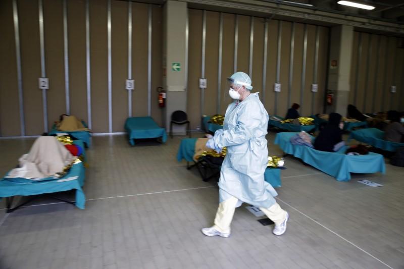 義大利醫師從疫情爆發後到現在至少有150名醫生死亡,而醫療相關人員約占該國總感染人數的10%。(美聯社)