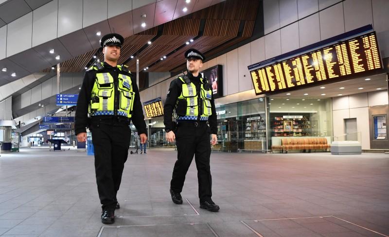 英國倫敦在實施封鎖令後出現家暴案件激增的現象,至今已逮捕4000多人。倫敦警察示意圖。(歐新社)