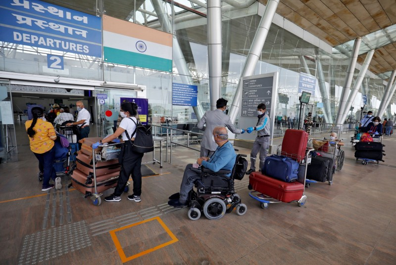 在外交部與駐印度代表處安排下,我國決定租用華航專機於5月4日晚間7時在新德里搭載南亞的台商與台僑返台,圖為新德里機場一景。(路透)