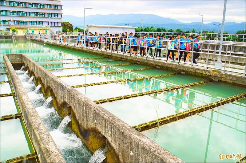 湖山淨水場通過環境教育設施場所認證,三年來到園參加環教人數高達五七五三人。(記者詹士弘攝)