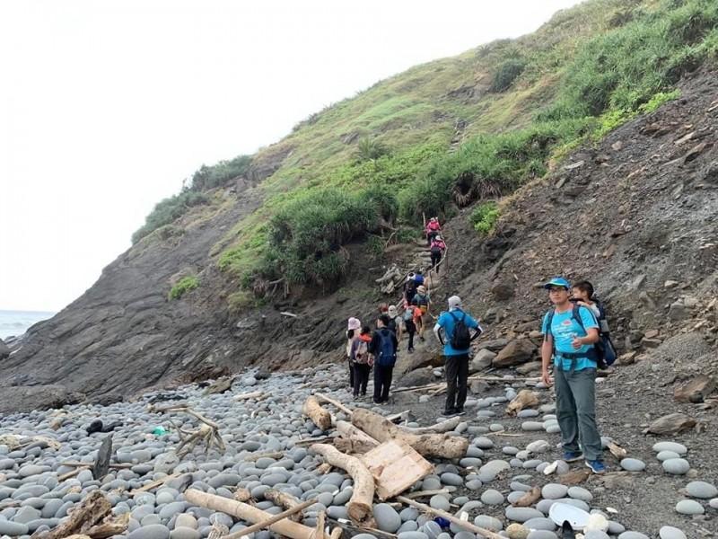 台東將共享阿朗壹古道,每天300名的遊客總量管制中,將撥給南田80人。 (記者黃明堂翻攝)