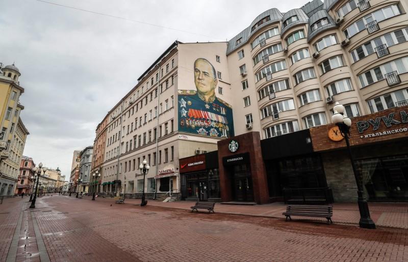 俄羅斯今日再增6361起確診病例,創下單日新高,累積確診人數達8萬949人。圖為莫斯科封城期間阿爾巴特街(Arbat street)空無一人。(歐新社)