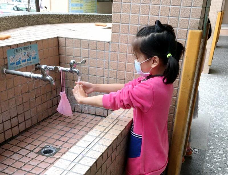 台灣擋住武漢肺炎 一併打趴流感、腸病毒