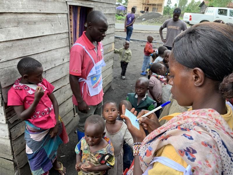世衛於週一(27日)警告,隨著各國實施旅行限制等防疫措施,至少21國出現疫苗短缺情形,對此,世衛擔心,疫苗短缺將造成兒童因為無法接種而死亡。(歐新社)