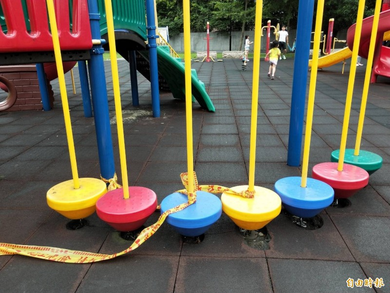 衛生福利部制定「兒童遊戲場設施安全管理規範」,明定兒童遊戲場的設計、製造、安裝、檢查及維護,應符合國家標準及相關法規。(資料照)