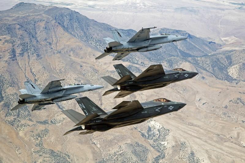 F-35B/C戰鬥機在超音速巡航下可能會導致尾段毀損,未來將透過修改運行參數解決此問題。(美聯社)