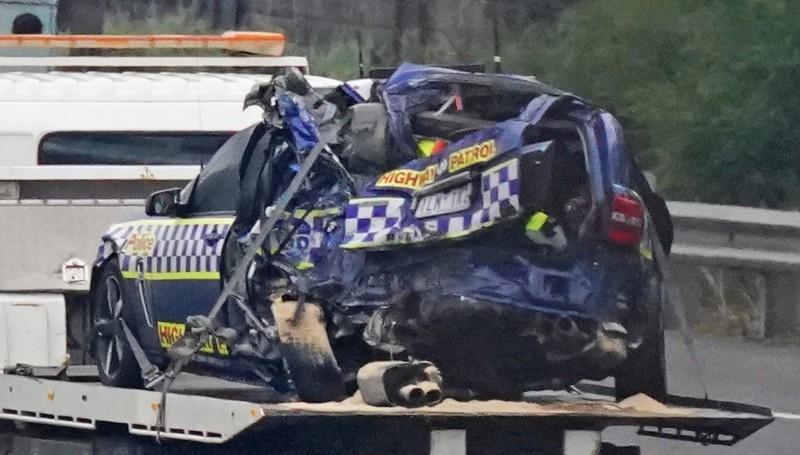 澳洲4名警察在高速公路攔停違規保時捷後,在路肩被卡車當場撞死。(美聯社)