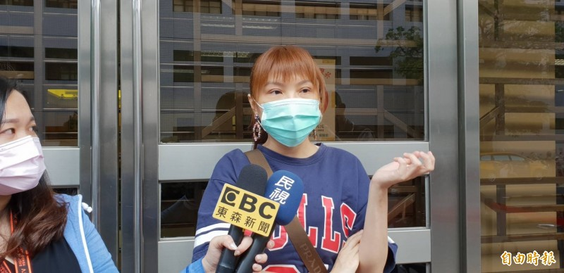 女藝人劉樂妍因妹妹遭欠薪,今天在高院怒指導演關驊「欺善怕惡」。(記者楊國文攝)