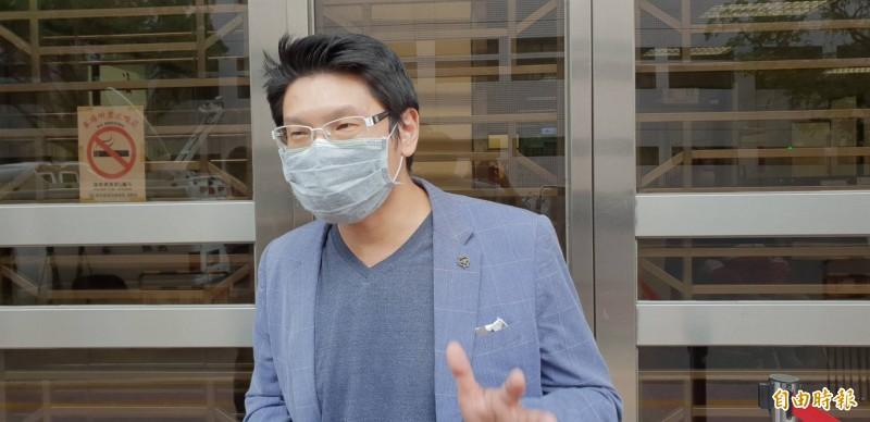 導演關驊針對被指欠薪一事,強調他如同工頭,指控並非事實,完全是無稽之談。(記者楊國文攝)