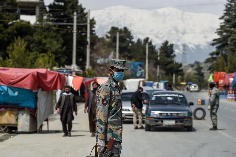 阿富汗今日又傳自殺炸彈攻擊,造成共3人死亡、15人受傷。此為示意圖,非事件現場。(資料照,法新社)