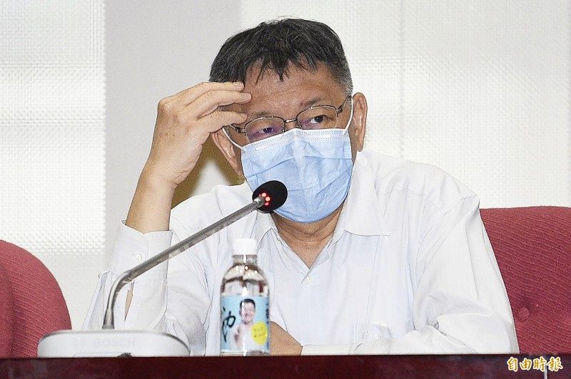 台北市長柯文哲坦承曾到錢櫃董事長練台生家吃飯2次。圖為柯文哲出席台北市議會國民黨團會議,針對錢櫃大火及防疫紓困相關議題進行回應。(記者陳志曲攝)