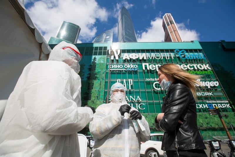 俄羅斯境內武漢肺炎確診人數,今日再增5841例,感染總數逼近10萬大關。(彭博)