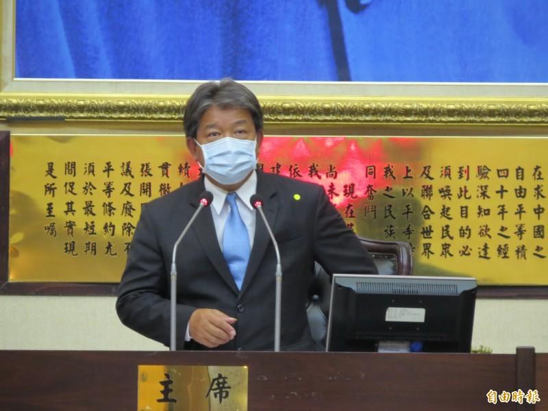 南市議長郭信良表示,在疫情期間開議,議會嚴格執行中央防疫政策,確保議事順利及出席人員的安全。(記者蔡文居攝)