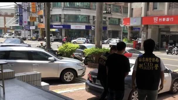 竹南警方昨逮捕羅嫌為首的暴力討債集團。(記者鄭名翔翻攝)(記者鄭名翔攝)