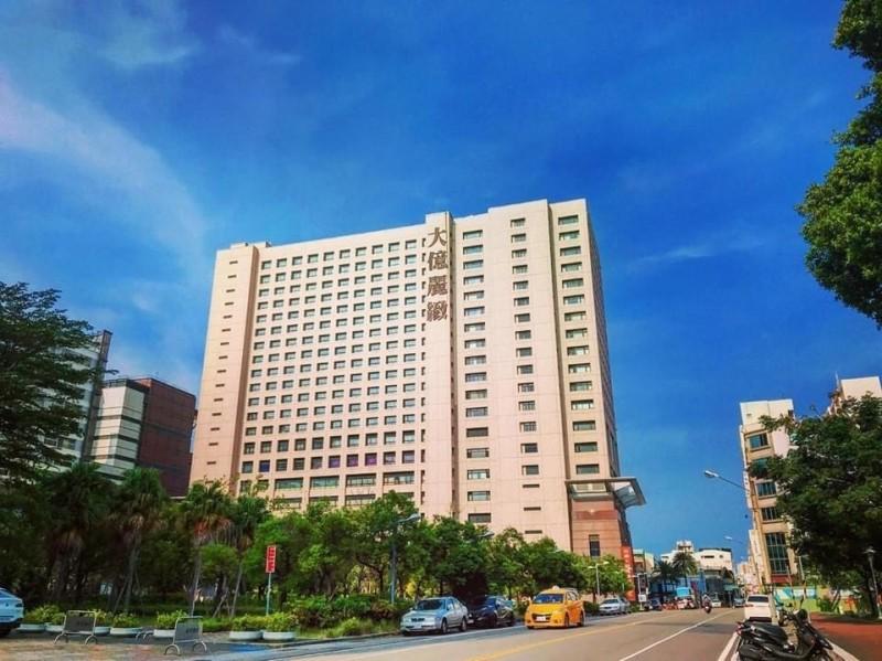 大億麗緻酒店宣布將在6月30日終止營運,台南市勞工局今天下午已收到大億國際酒店提出大量解僱計畫書,6月30日解雇勞工251人。(王捷翻攝)