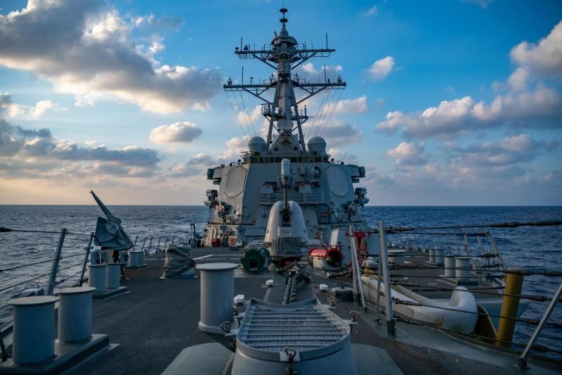 美國連續兩日派遣軍艦行駛南海爭議海域。圖為伯克級飛彈驅逐艦「貝瑞號」。(法新社)