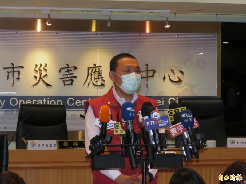新北市長侯友宜5月3日主持因應嚴重特殊傳染性肺炎疫情第51次防疫會議,會後受訪。(記者陳心瑜攝)