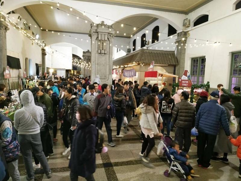 台中驛聖誕市集。(台鐵提供)
