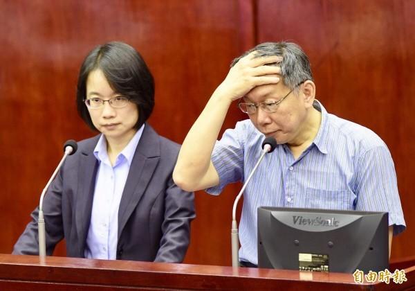 吳音寧當年在議會接受質詢。(資料照)