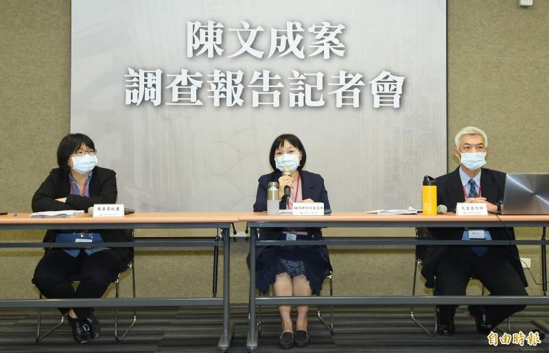 促轉會代理主委楊翠(中)、委員尤伯祥(右)、葉虹靈(左)4日舉行「陳文成案調查報告」記者會。(記者廖振輝攝)