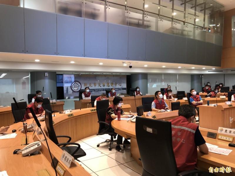 民政局長柯慶忠表示,新莊區昨天出現居家檢疫者家中死亡案例。(記者周湘芸攝)
