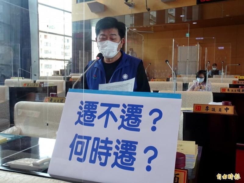 台中市議員陳政顯建議肉品市場比照台北畜產公司經營模式,以減少遷建阻力。(記者張菁雅攝)