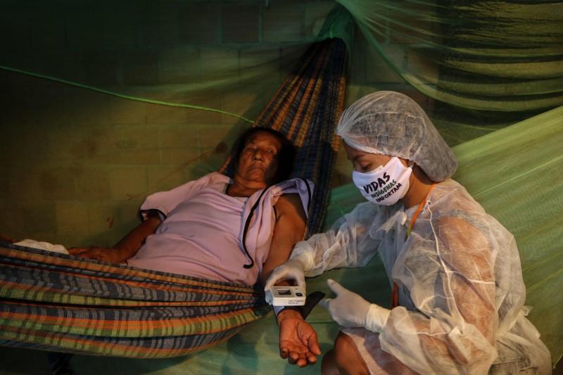 巴西原住民呼籲世界衛生組織設立緊急基金,以幫助原住民部落免受武漢肺炎疫情大流行威脅。(法新社)