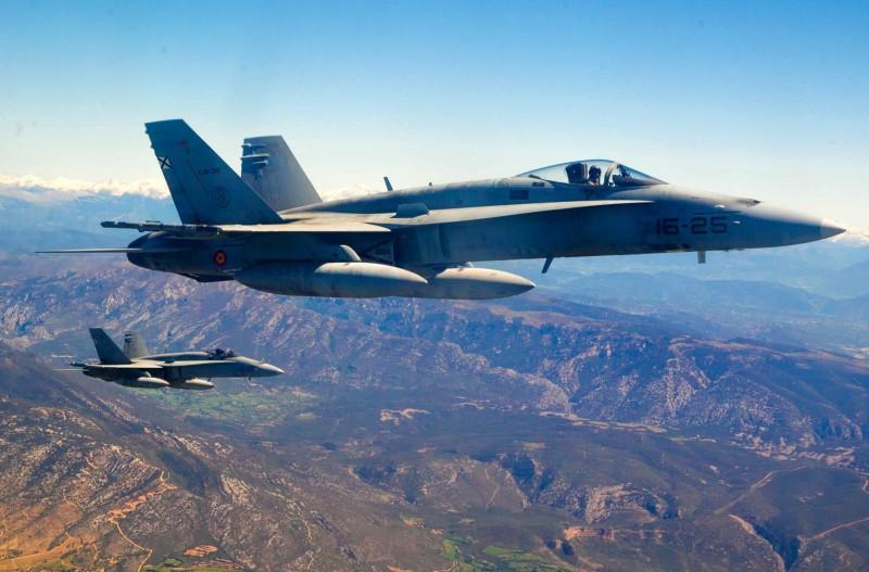 西班牙、法國及英國自2020年5月1日起,接手北約「波羅的海空中警察巡邏」(BAP),西班牙更於執行期間擁有總指揮權,圖為西班牙F-18戰機,非本次任務照片。(歐新社)
