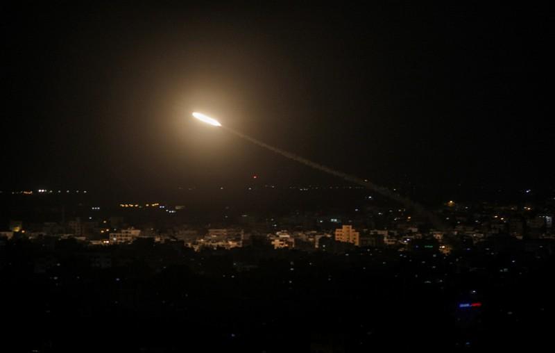 以色列軍方表示,巴勒斯坦加薩的恐怖份子發射了1枚火箭,作為反擊,以軍的戰車砲擊了3個哈馬斯的軍事據點。圖非事件照片。(歐新社)