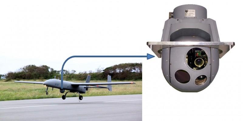 中科院提升自製紅外線熱顯像儀及光電追蹤系統能力,圖為在銳鳶無人機上配備的12吋光電酬載系統。(圖:擷取自中科院網站)
