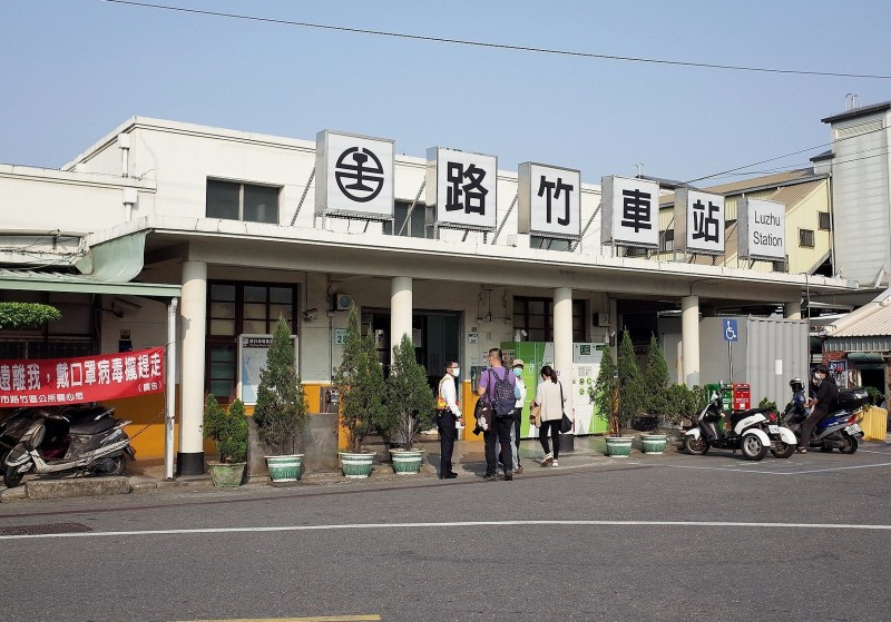 路竹火車站使用至今54年,設備已老舊不堪。(記者許麗娟翻攝)