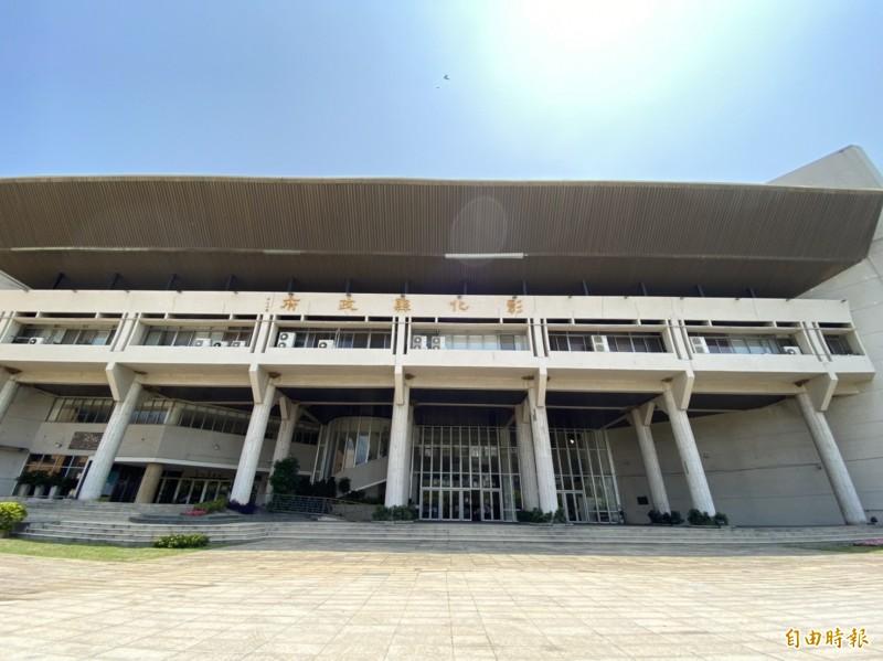 彰化縣政府決定授權各校自行決定5月11日是否解封,重新開放校園讓民眾運動。(記者張聰秋攝)