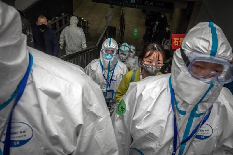 中國當地有網友表示,醫護人員均稱他們在參加了一次考試後,被選為「優化對象」隨後被要求「自願辭職」。(歐新社)